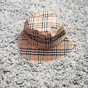 NWOT PLAID BUCKET HAT